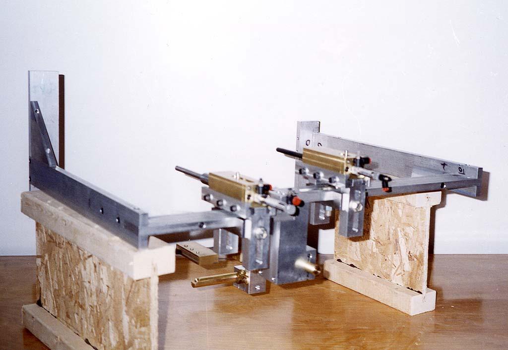 machine-dubuit-attachement-serigraphie-sur-gioles-de-plastique